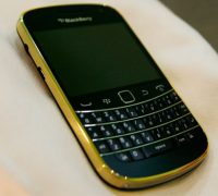 blackberry-9900-gold-5 thumb