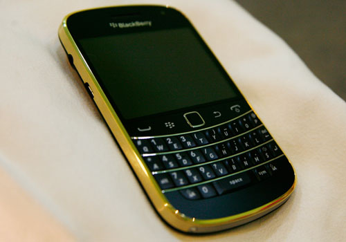 blackberry-9900-gold-5
