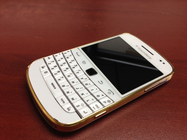 blackberry-9900-gold-6