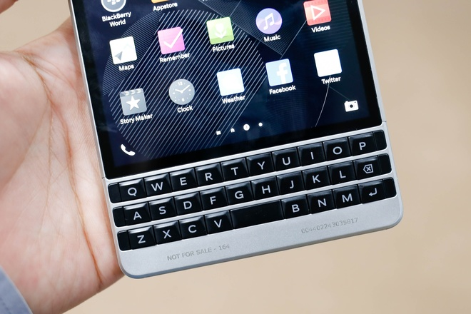 blackberry-passport-silver-edition-6