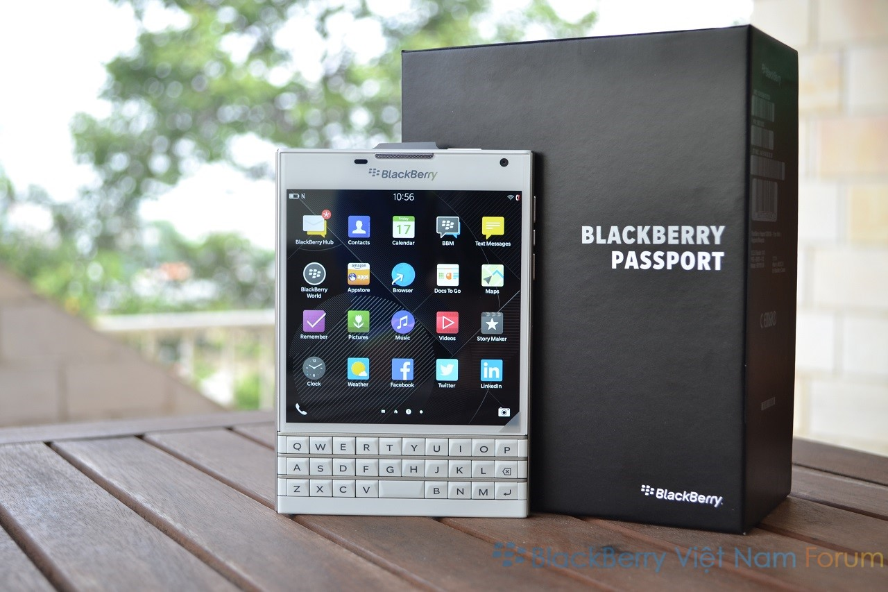 Blackberry_Passport_trang