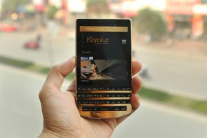 blackberry-porsche-design-p9983-graphite-gold-12