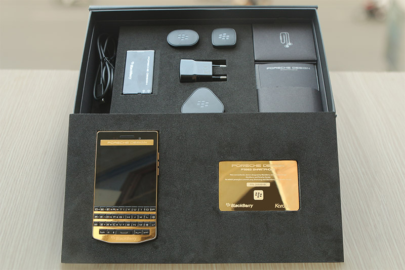 blackberry-porsche-design-p9983-graphite-gold-6
