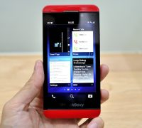 blackberry-z10-mau-do-3 thumb