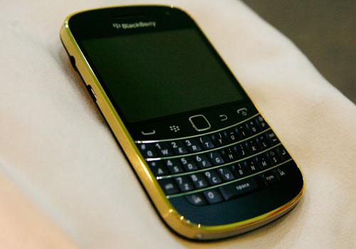 blackberry-9900-gold-5