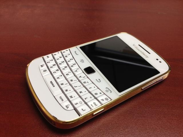 blackberry-9900-gold-6