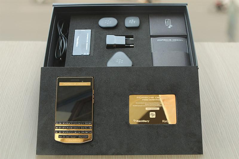 Màn hình Blackberry porsche design p'9983