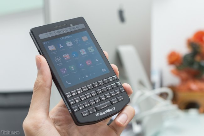 blackberry-porsche-design-p9983-graphite-lung-da-6