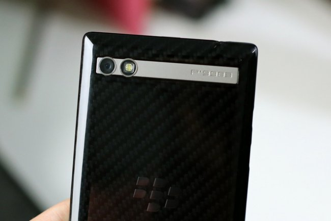 blackberry-porsche-design-p9983-lung-carbon-8
