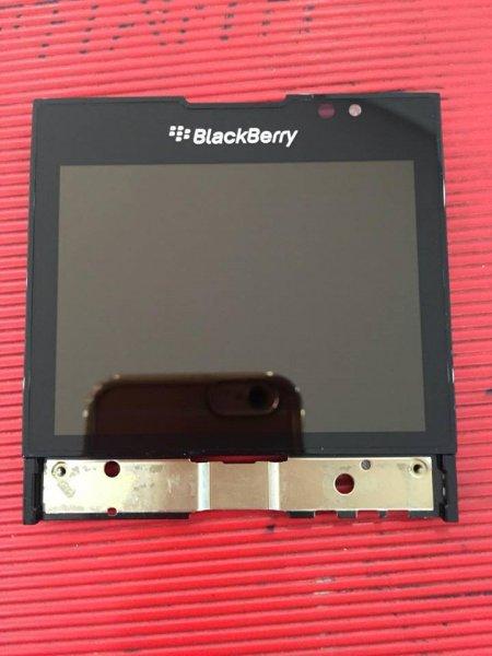 Màn hình blackberry  porsche design p'9981